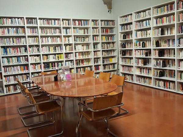 """Biblioteca delle donne """"Laura Cipollone"""""""